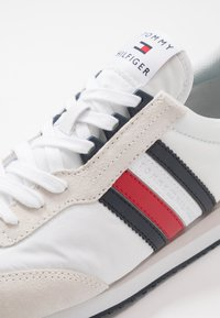 Tommy Hilfiger - MIX RUNNER STRIPES - Zapatillas - red - 5