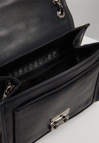 KARL LAGERFELD - KUILTED SMALL SHOULDERBAG - Håndtasker - black - 4