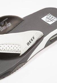 Reef - Sandály s odděleným palcem - grey/white - 6