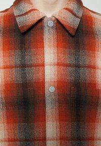 Levi's® - PORTOLA CHORE COAT UNISEX - Summer jacket - anatase picante - 9