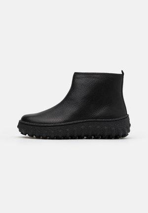 GROUND - Kotníková obuv - black