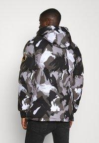 Alessandro Zavetti - OSHAWA PADDED PARKA - Winter coat - camo - 3