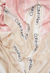 Calvin Klein - FLORAL SCARF - Šátek - beige - 1