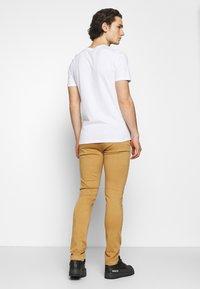 Replay - ZEUMAR HYPERFLEX  - Jeans slim fit - havana - 2