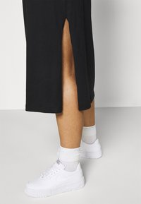 Calvin Klein Jeans Plus - KNOTTED T-SHIRT DRESS - Jerseykjoler - black - 4