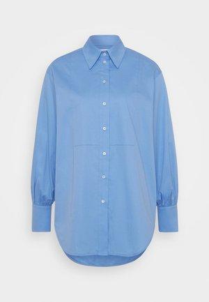 OVERSIZED BIB DETAIL SHIRT - Skjorte - oxbridge blue