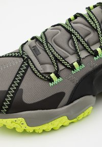 Puma - ERUPT TRL - Trail running shoes - ultra gray/fizzy yellow - 5