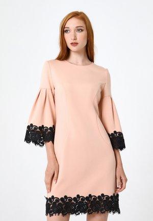DEGA - Jersey dress - pfirsich