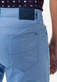 BRAX - STYLE CADIZ - Slim fit jeans - arctic - 4