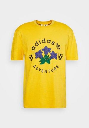 GRAPHIC TEE - T-shirt print - dark yellow