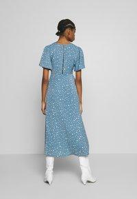 Missguided - FLUTTER MIDI DRESS POLKA - Denní šaty - blue - 2