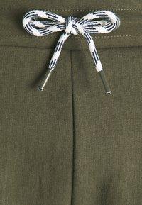 INDICODE JEANS - BRENNAN - Shorts - army - 7