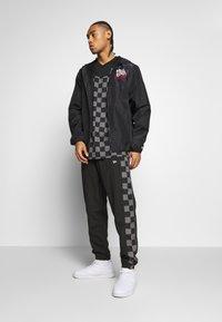 New Era - CONTEMPORARY JOGGER - Club wear - black - 1