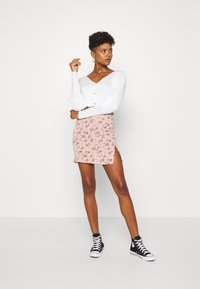 Missguided - BALLOON SLEEVE CROPPED CARDIGAN - Cardigan - white - 1