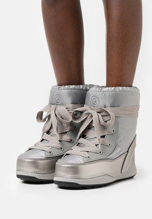 LA PLAGNE - Winter boots - silver