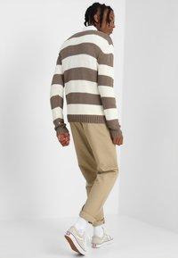 Urban Classics - STRIPED - Jumper - beige/offwhite - 2