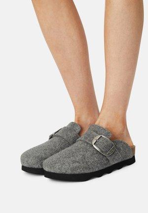 Pantoffels - grau