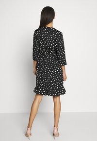 Vero Moda - VMHENNA WRAP DRESS - Vapaa-ajan mekko - black/white - 2