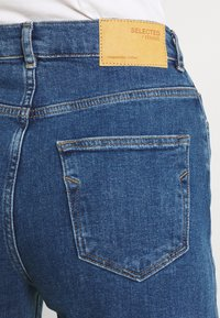 Selected Femme Tall - SLFBLAIR STRAIGHT LONG - Relaxed fit jeans - dark blue denim - 4