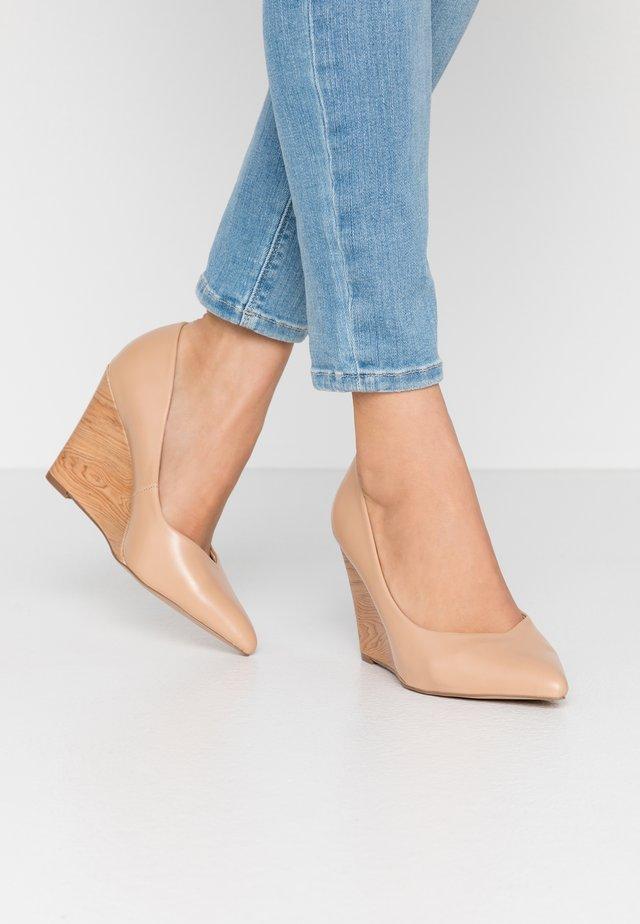 LEYSA - Zapatos altos - nude