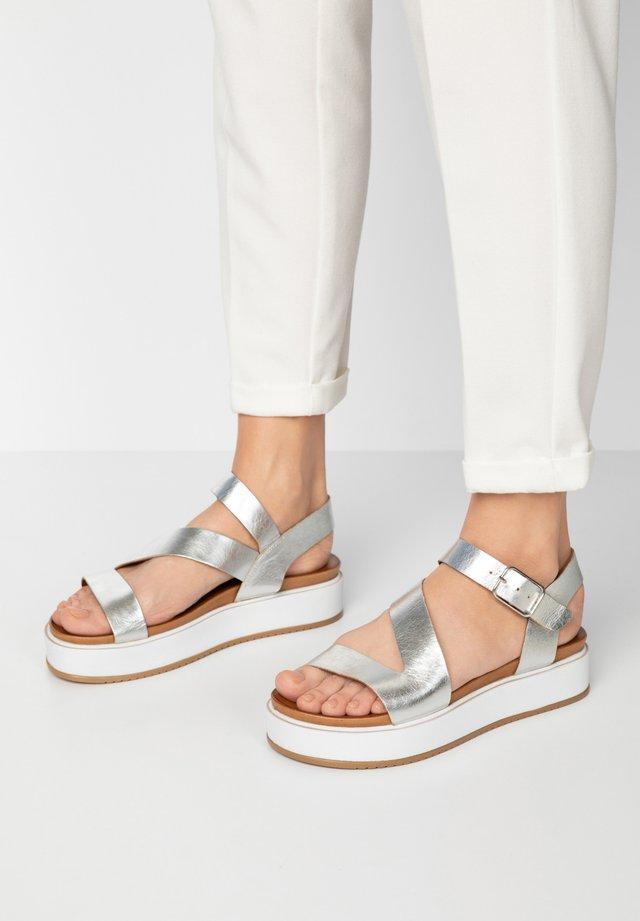 Sandały na platformie - silver slv