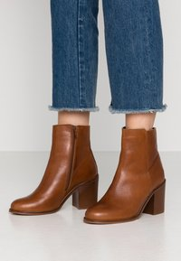 mint&berry - High heeled ankle boots - cognac - 0