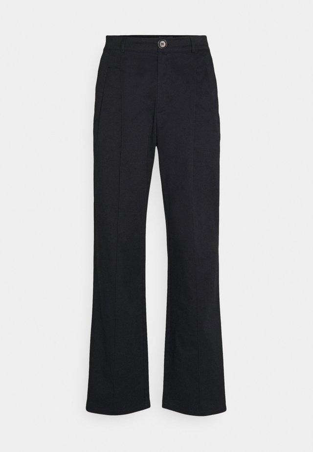 FOUR PLEAT SLOUCHY PANTS - Broek - black
