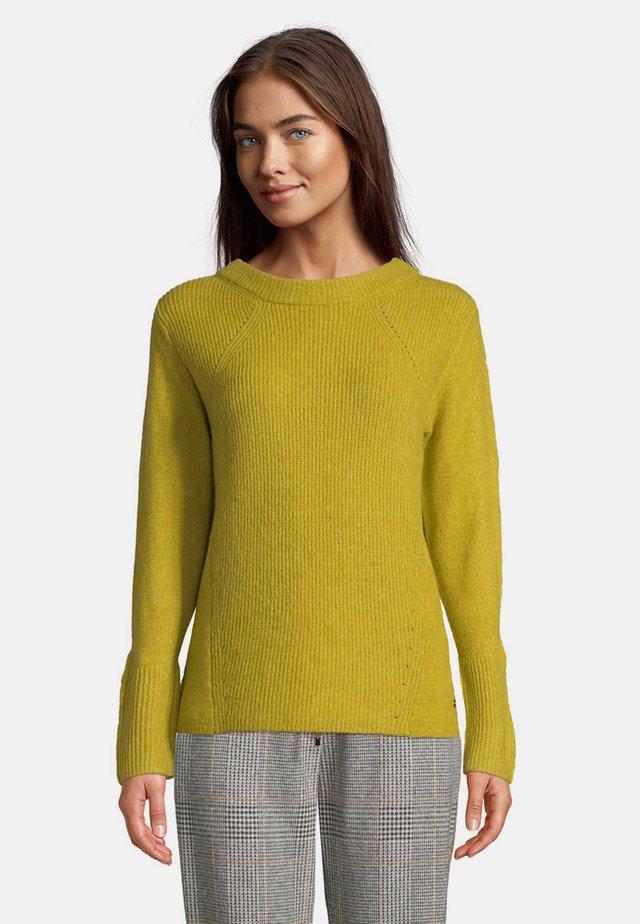 MIT RUNDHALSAUSSCHNITT - Pullover - pea green