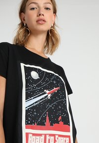 Merchcode - LADIES ROAD TO SPACE BOX TEE - T-shirt print - black - 4