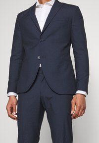 Isaac Dewhirst - RECYCLED NAVY TEXTURE - Oblek - dark blue - 7