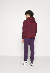 Nike Sportswear - CLUB PANT - Pantalon de survêtement - grand purple/grand purple/white - 2