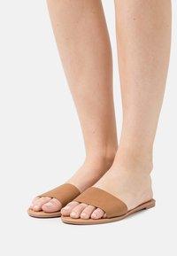 Rubi Shoes by Cotton On - EVERYDAY ZAHRA SLIDE - Sandaler - tan - 0