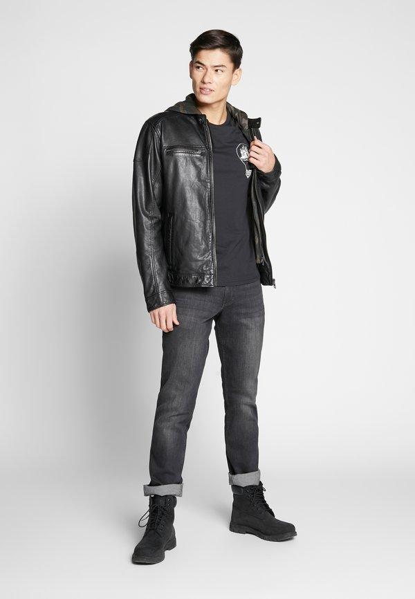 Pier One T-shirt z nadrukiem - black/czarny Odzież Męska YKYG