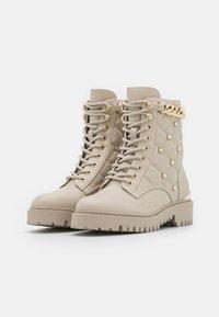 Guess - ORMOND - Platform ankle boots - vanilla - 2