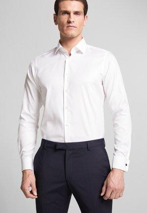 PIERRE - Formal shirt - weiß
