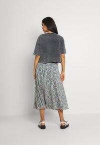 Vila - VICANELA MIDI SKIRT - A-line skirt - colony blue/salmon buff - 2