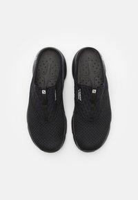 Salomon - REELAX SLIDE 5.0 - Chodecké sandály - black - 3