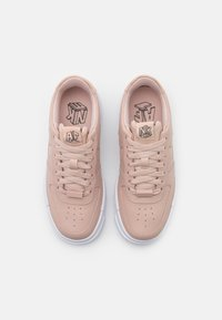 Nike Sportswear - AIR FORCE 1 PIXEL - Tenisky - particle beige/black - 7