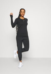 Nike Performance - INFINITE - Funktionsshirt - black/reflective silver - 1