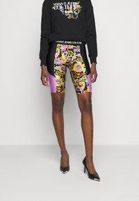 Versace Jeans Couture - LADY FUSEAUX - Shorts - black - 0