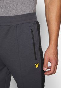 Lyle & Scott - SIDE TAPE TRACKIES - Tracksuit bottoms - observer grey - 4