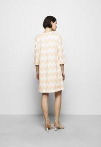 Marimekko - CLASSICS RIIPPUMATON PIKKUINEN LOKKI DRESS - Jersey dress - white/beige - 2