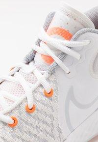 Nike Performance - KD TREY 5 VIII  - Basketball shoes - white/pure platinum/total orange/wolf grey/cool grey - 5