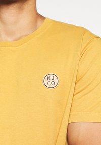 Nudie Jeans - UNO - T-paita - amber - 5