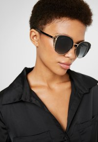 Jimmy Choo - GABBY - Sonnenbrille - black/gold - 1