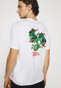 Levi's® - TEE UNISEX - T-shirt imprimé - white - 3