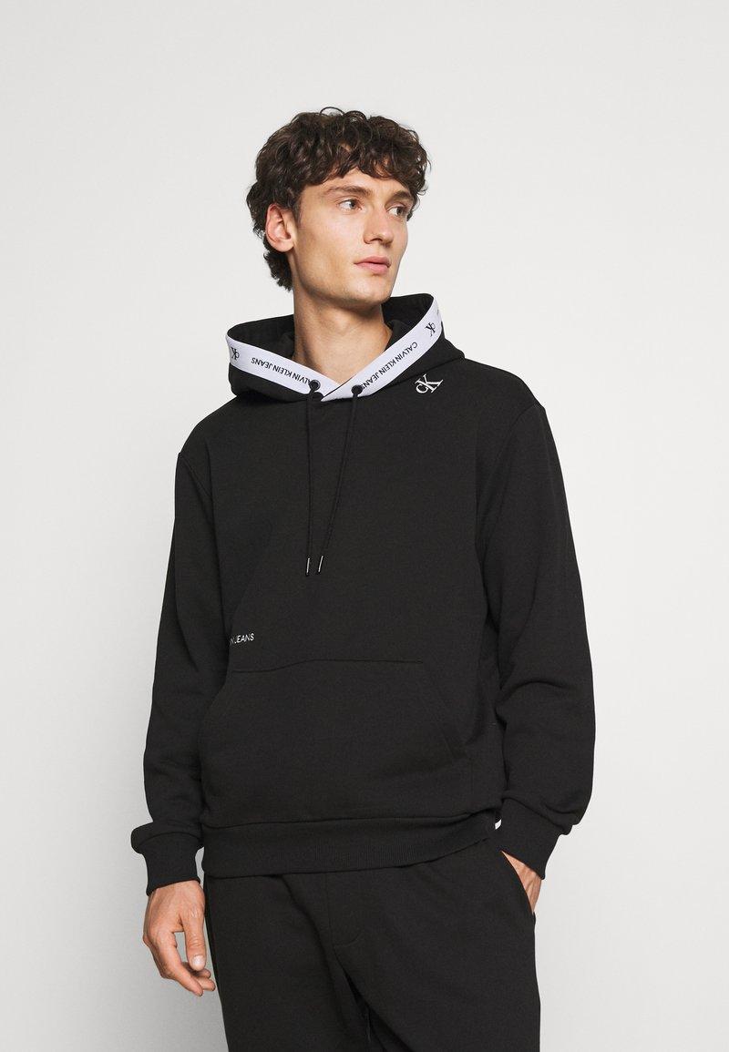 Calvin Klein Jeans - TAPE HOODIE - Sweatshirt - black