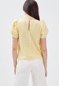 BONOBO Jeans - Blusa - jaune clair - 2