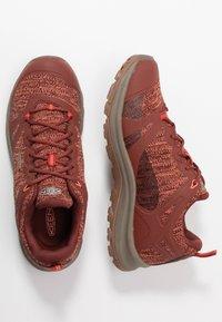 Keen - TERRADORA II WP - Trekingové boty - cherry mahogany/coral - 1