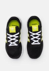 adidas Originals - RETROSET RUNNING INSPIRED SHOES - Trainers - core black/footwear white/semi solar yellow - 3